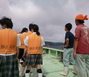 船に乗った生徒たち